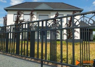 modern zwart hek