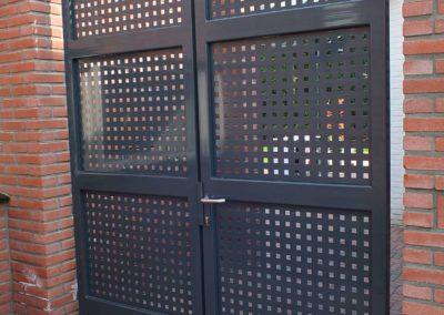 zwart hek met patroon