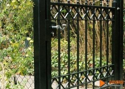 gepunte poortdeur voor tuin